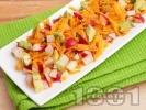 Рецепта Лесна салата с моркови, репички и авокадо